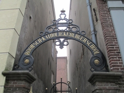 Achterom naar de Roomsch-Katholieke Burgerschool