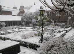 Pandhof in de sneeuw