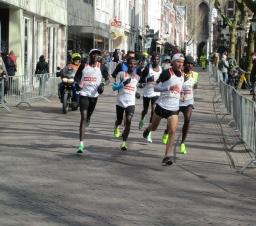 Marathonlopers trotseren snijdende kou
